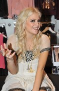 Nov 22, 2010 - Pixie Lott - Promoting her collection at Lipsy store in London  02f657108408352