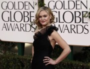Джулия Стайлс, фото 631. Julia Stiles arrives for the Golden Globe Awards, january 16, foto 631