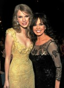Marie Osmond withTaylor Swift & Hillary Scott (Lady Antebellum) - Backstage @ ACM Awards, 4/3/11