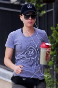 ac131d145725229 Scarlett Johansson taking a walk in New York, August 18   5 HQs high resolution candids