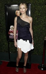 Charlize Theron @ Young Adult premiere, LA, 15.12.11 - 18 HQ